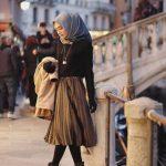20 Mode OOTD Jilbab Dengan Rok Medium Supaya Bentuk Badan Nampak Tinggi