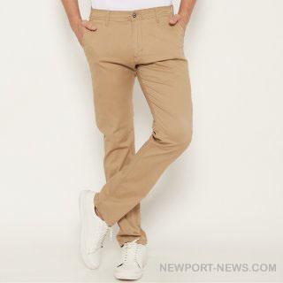 Style Kasual Kian Ok dengan 10 Saran Celana Khaki buat Laki- laki
