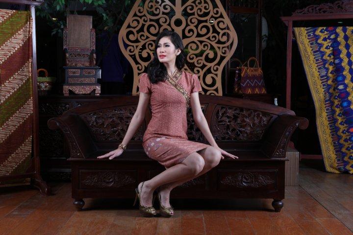 10 Saran Produk Fashion Indonesia yang Buat Kalian Kian Style